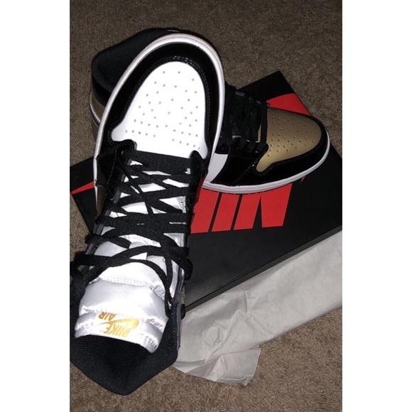 size 40 2598d fe985 Air Jordan 1 Retro High OG NRG Gold Top 3'